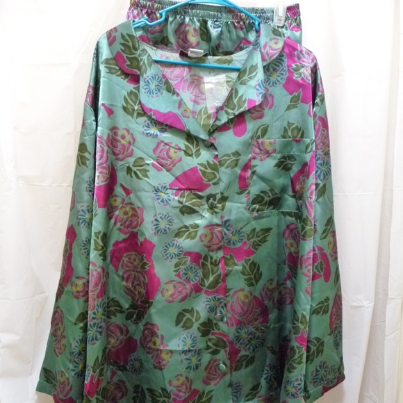 0aa76ab9ef Woman Within 2pc sleepwear green with flowers NEW